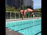 Joey Swoll купается