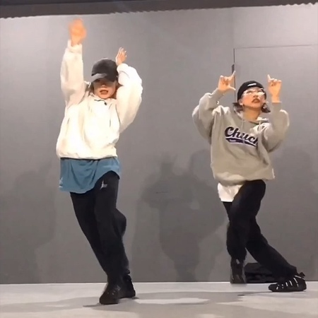 "CHESHIR HA on Instagram ""박태린 죽는다 오늘 수고하셨습니다 여러분👼🏻🖤 프리픽스 친구들은 이제 3월에 다시 뵈용 사요나라!! Choreography by me🙌🏻🔥 인싸 Vibe w @taerinp__ 🤦🏻♀️ lol Now - @thug..."