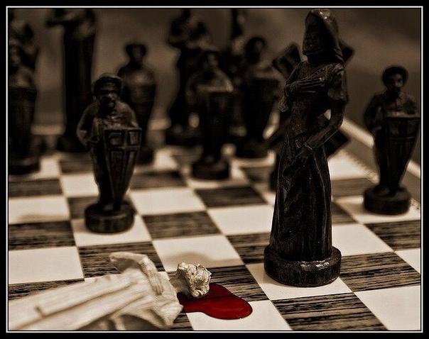 ЕЩЁ РАЗ О ШАХМАТАХ Историю создания шахмат очень хорошо описывает красивая индийская легенда: «Однажды скучно стало одному падишаху и ничто его не могло развеселить. Привели к нему бродячего