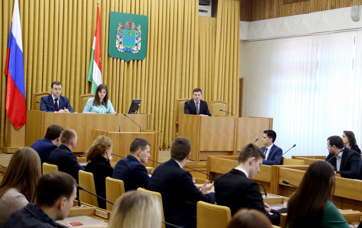 29 марта в Законодательном Собрании Калужской области состоялось заседание молодёжного парламента.