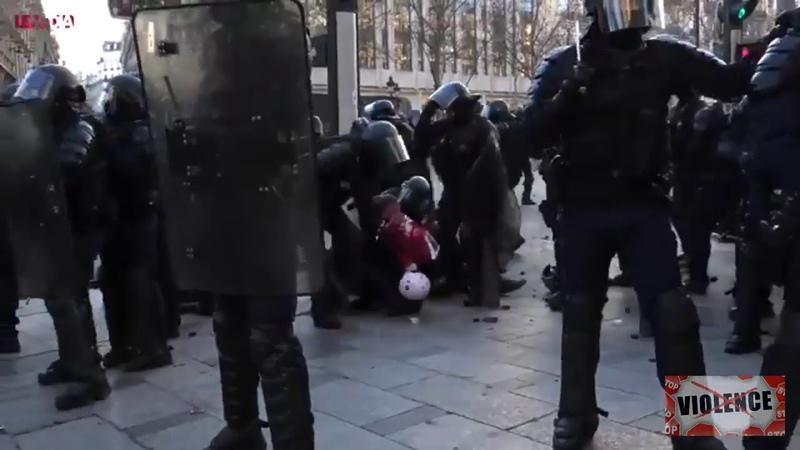 Street -Medic frappée et traînée au sol16.03.2019 Paris
