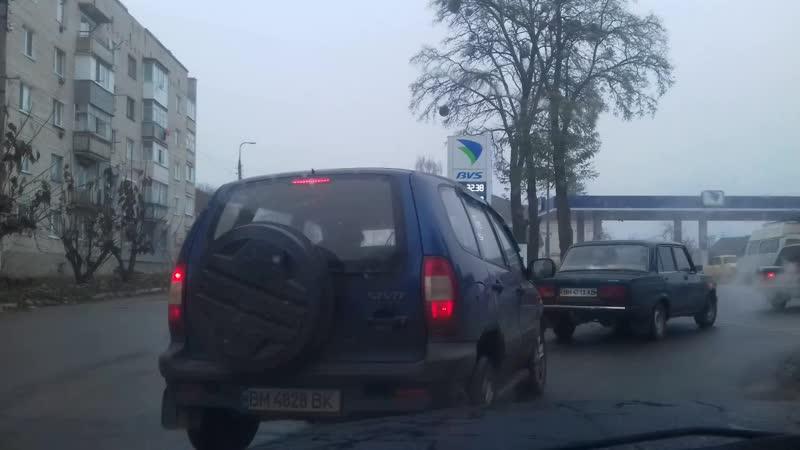 Уже с утра очередь на заправке BVS на улице Т.Шевченка, г. Лебедин