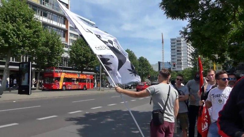 Wir holen den DFB Pokal - Eintracht Frankfurt Fans an der Gedächtniskirche Berlin