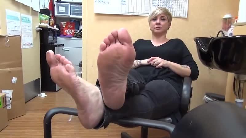 47 yo mature womna candid soles in salon