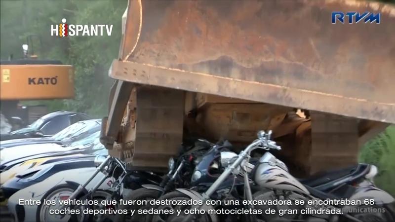 Filipinas destruye coches de lujo para luchar contra el contrabando