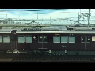 なんかちょっと映画かアニメのワンシーンみたいな阪急電車撮れたから見て