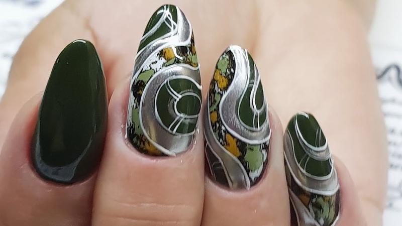 Осенняя абстракция Кракелюр в дизайне ногтей Осенний дизайн ногтей