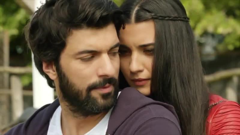 Estas miradas demuestran el verdadero AmorIncondicional que existe entre Ömar y Elif No te pierdas, de lunes a viernes a las 221