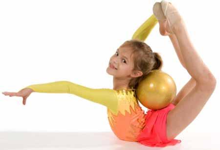 Молодая, гибкая гимнастка.