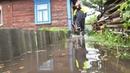 Последствия проливных дождей в Пинске из дворов пинчан откачивают воду