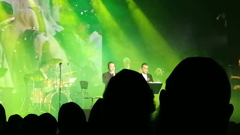 Shule Brodt and Shulem Saal sing together an Avraham Fried oldie שלום בראדט ושלום סאל שרים ביחד