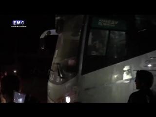 Посмотрите на это стадо террористов тараканов как эти ублюдки провожают БОЙЦОВ САА ГЕРОЕВ СИРИИ 🇸🇾 ИЗ ОСАЖДЕННЫХ ГОРОДОВ ФУА