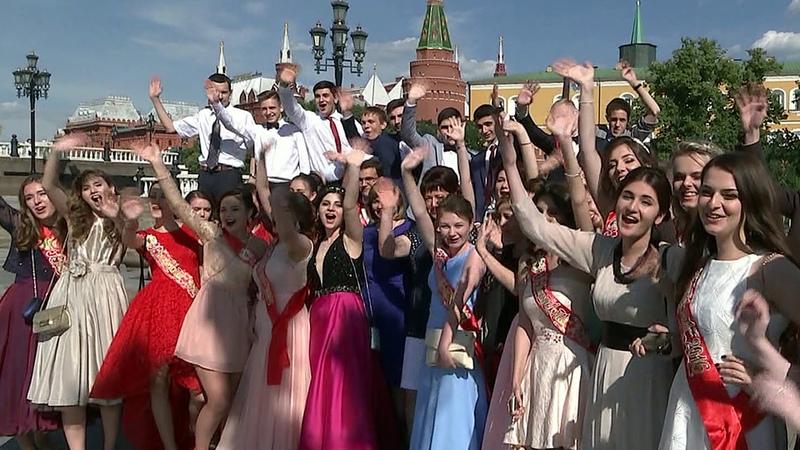 Московские школьники отметят выпускной вПарке Горького. Новости. Первый канал