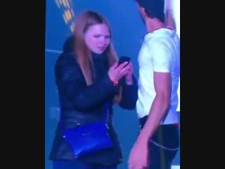 Энрике Иглесиас страстно поцеловал фанатку на концерте в Киеве