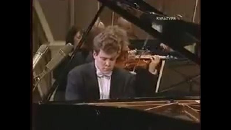 Российский пианист виртуоз Денис Мацуев в повседневной жизни и на матче Россия Египет