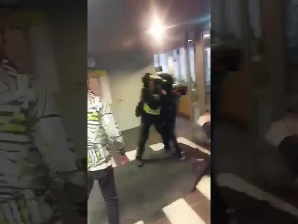 Skolā Rīgā pusaudzis dzērumā piekauj policistu!!