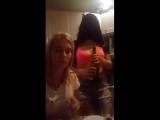 Девочки показывают сиси в лифчике (перископ)