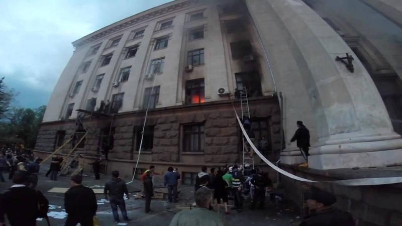 Одесса.2 мая.2014. Выживших сепаратистов спасают.