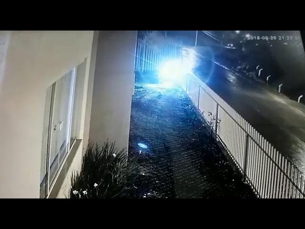 Professor fica ferido após carro cair em ribanceira na rua Curitiba