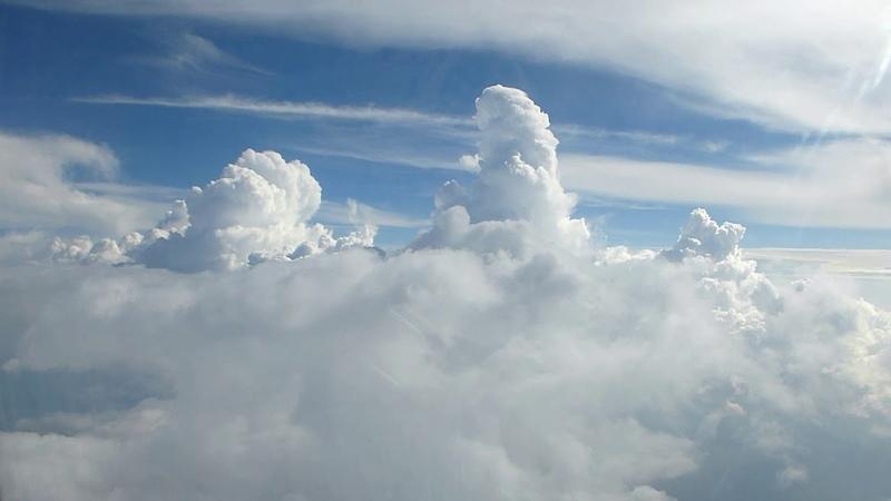 Облака белокрылые лошадки Мир заоблачных высот Небо над Питером