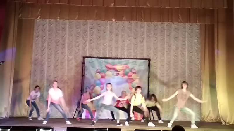 Выступление на сцене ДК Рассвет старшая группа