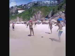 Секс на нудистском пляже сен тропе