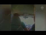 Депутат молниеносно скинул полученную взятку, но на руках осталась спецкраска. - - В Курганской области районный депутат, занима