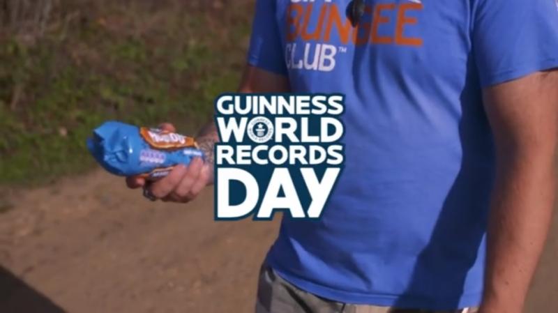Мировой рекорд Гиннеса по маканию печеньки в кружку чая