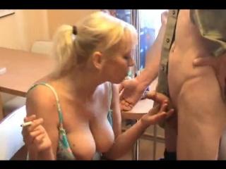 Дал зрелым бабам пососать хуй ( русская милфа минет кумшот измена жены
