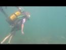 Мира первый раз под водой