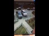 Лихач на Toyota RAV 4 таранит машины в Парковом районе