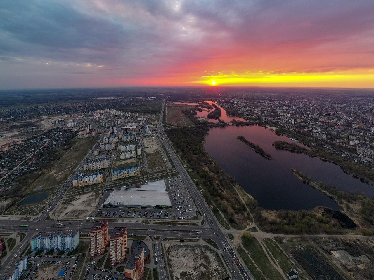 Шикарные фото заката вечером 11 апреля над городом
