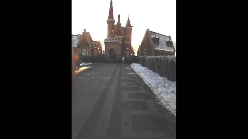 Приближаясь вчера к месту сбора актеров для съемок, я увидел зимнюю красоту)