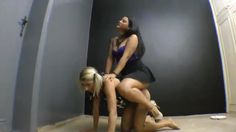 All-fours ponygirl carrying heavy rider
