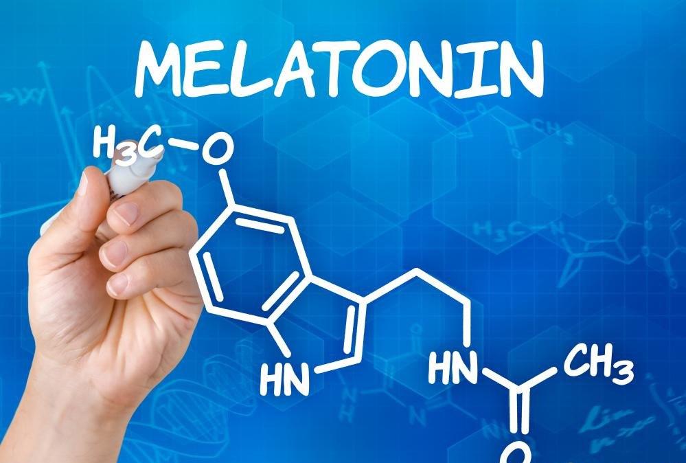 Мелатонин - это гормон, выделяемый шишковидной железой головного мозга.