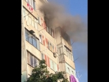 Пожар на Тюляева, 5 (уже потушили). Хозяйка квартиры уронила свечку и не смогла потушить огонь самостоятельно. Она получила лёгк