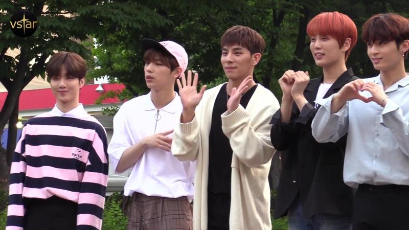 [Vstar] 180525 TOPSECRET (TST) по пути на Music Bank