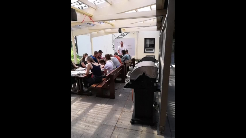 Студенты Биг Бена на занятии у Ника, языковая школа Ларккулла
