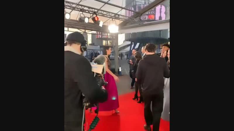 Дуа на красной дорожке Brit Awards