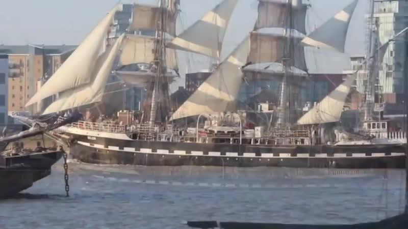 Парусные судна это красиво, но и очень опасно в шторм. Sailing ship