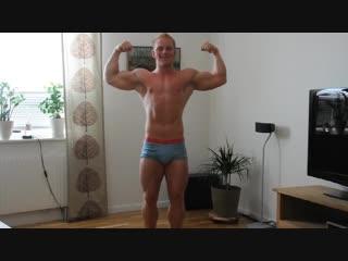 BodyBuilder Jonas Mansson Posing