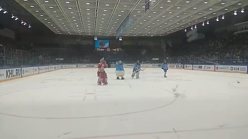 Беспалов ушел последним со льда, поблагодарив болельщиков Сибири.
