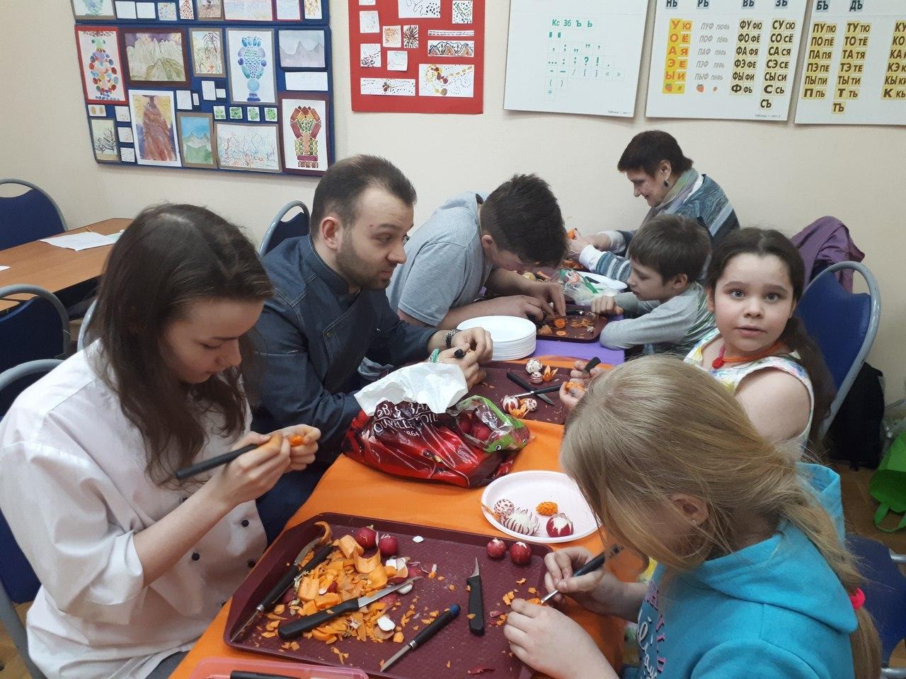 "мастер-класс по карвингу - проводят педагог и студенты колледжа ""Царицыно"""