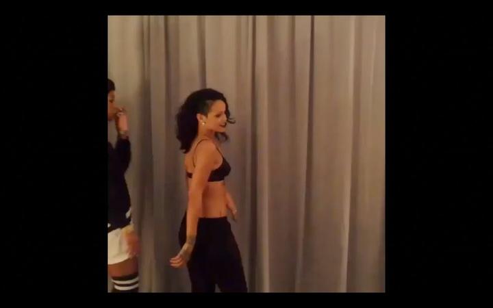 Rihanna Twerking 2013