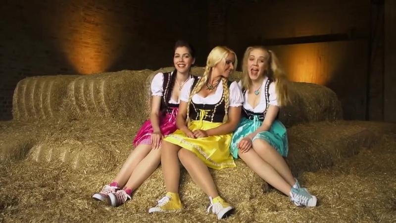 Три немки поют весёлую детскую песенку