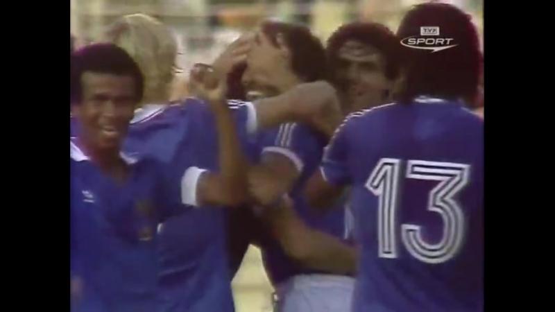 ЧМ-1982. Рене Жирар (Франция) - мяч в ворота сборной Польши