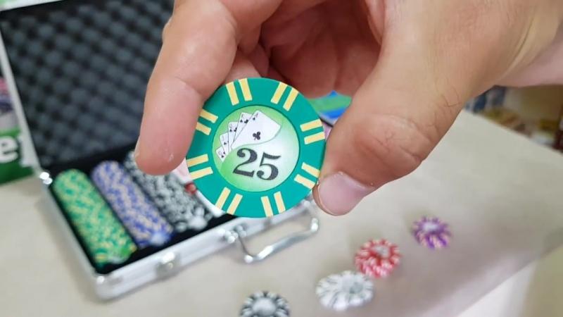 Набор для покера (покерный набор) Royal Flush на 300 фишек