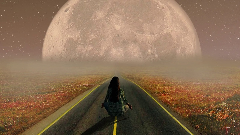 Photoshop Art Work. Moon. Girl. (COUB)