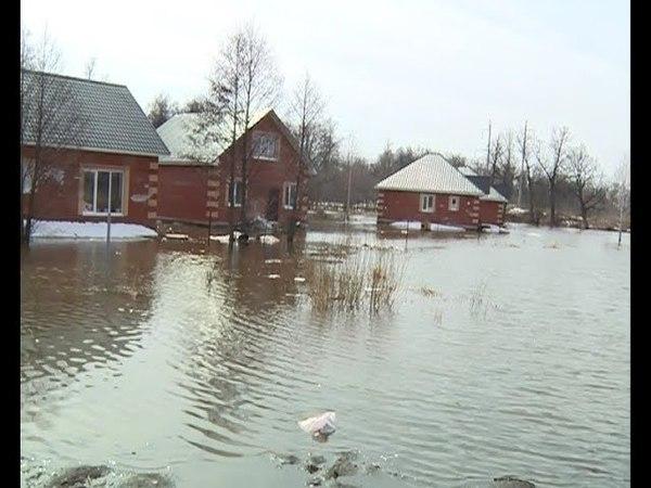 Жители одной из улиц поселка Карпово оказались отрезанными от мира