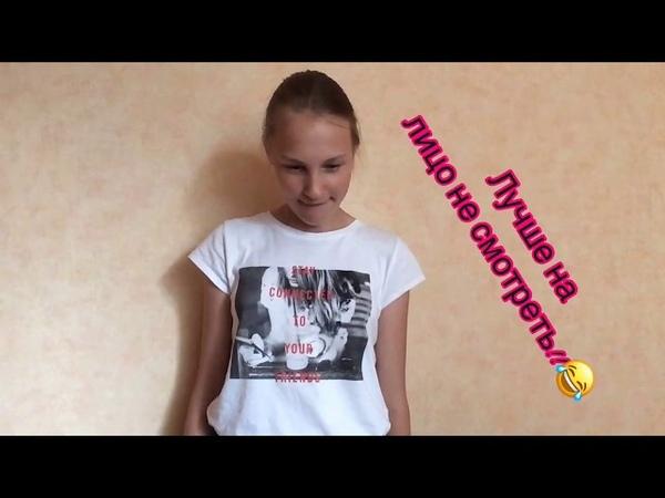 Девочка говорит с закрытым ртом и детским голосом